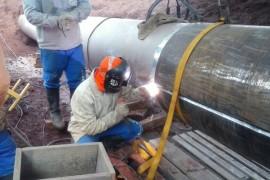 Soldagem de dupla calha para reparo em duto de gas em operacao.